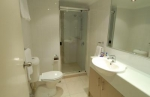 Newport Mooloolaba Apartments Bathroom