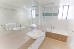 capricornia broadbeach bathroom