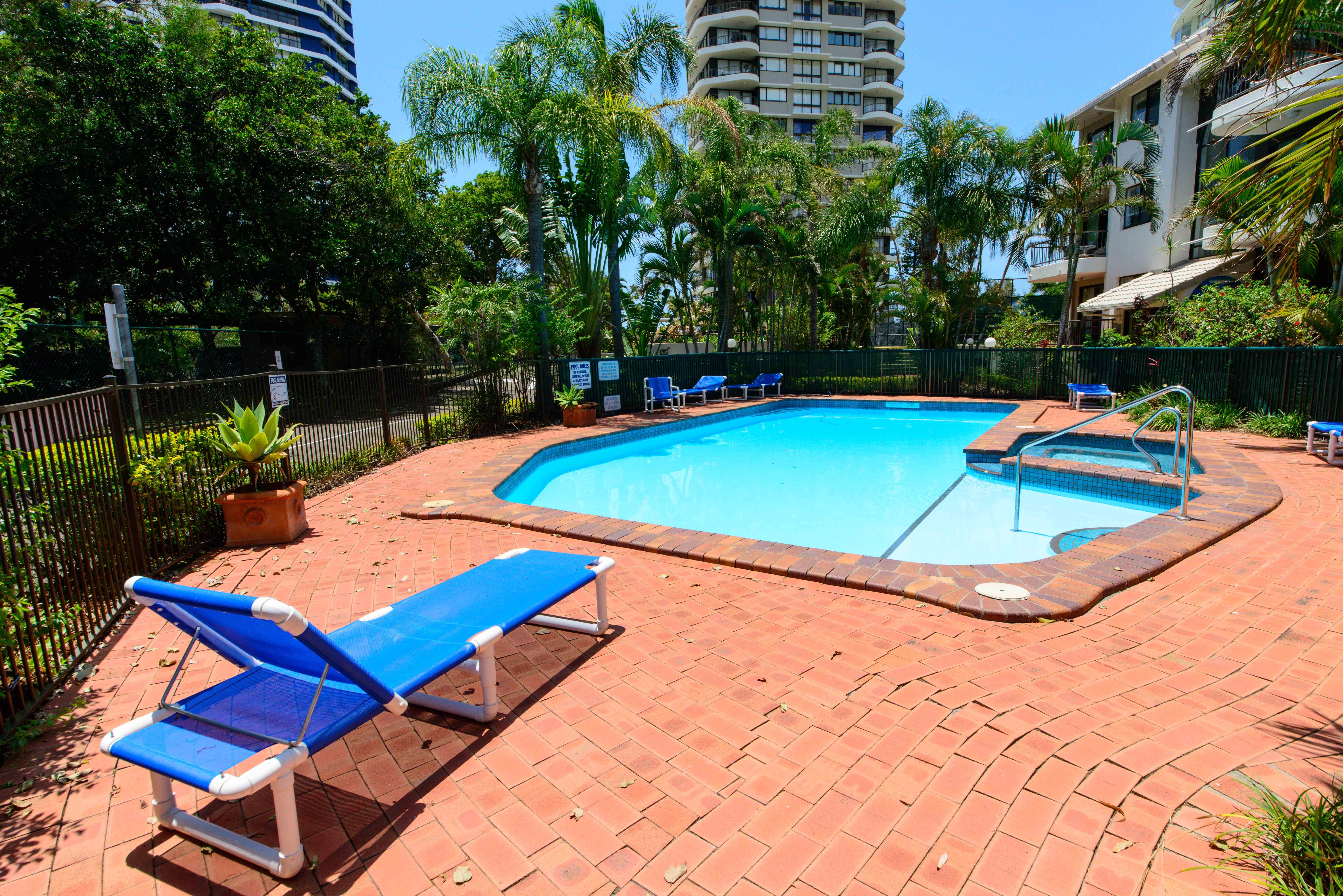 broadwater shores villa pool