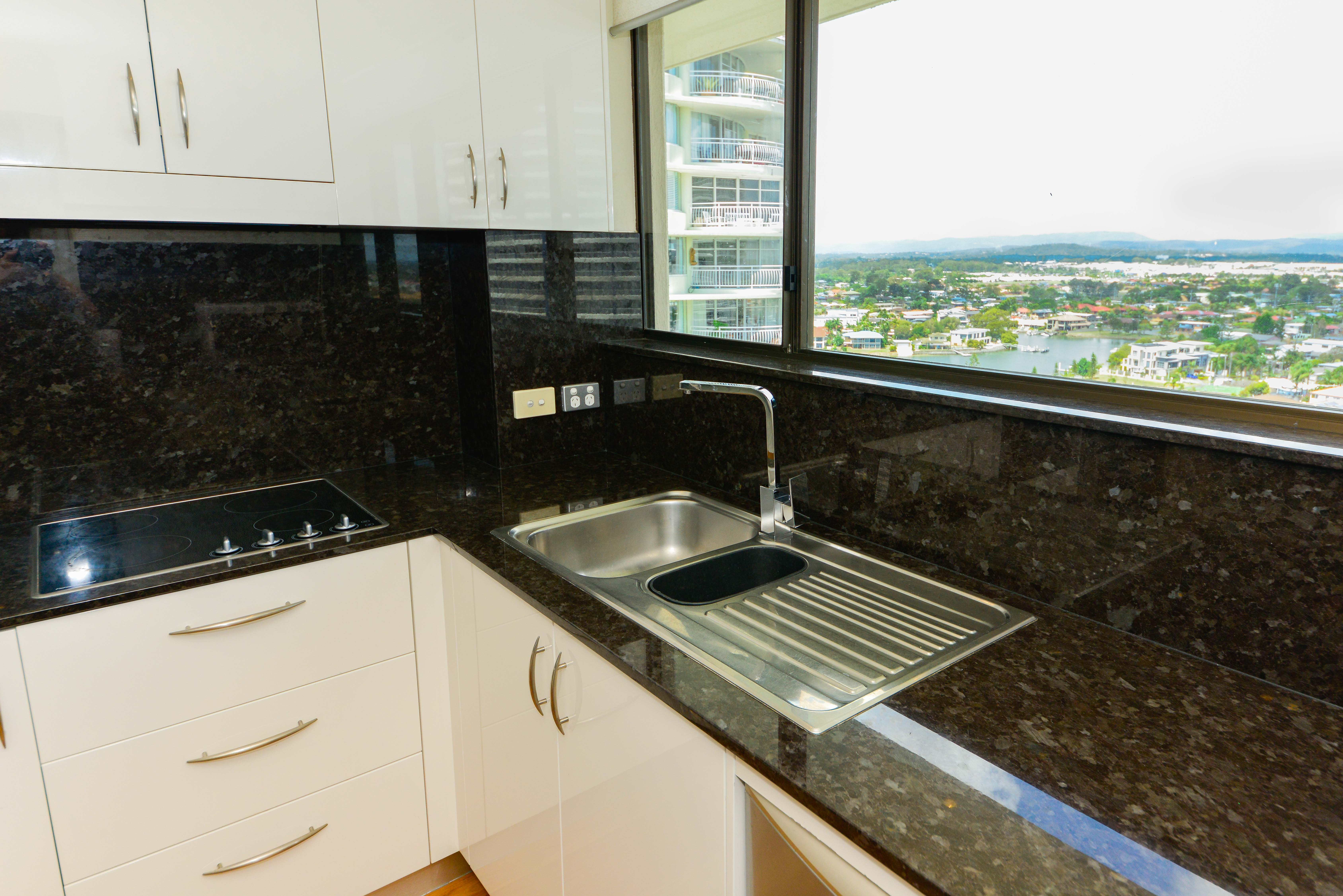 broadwater shores 3 bedroom deluxe kitchen