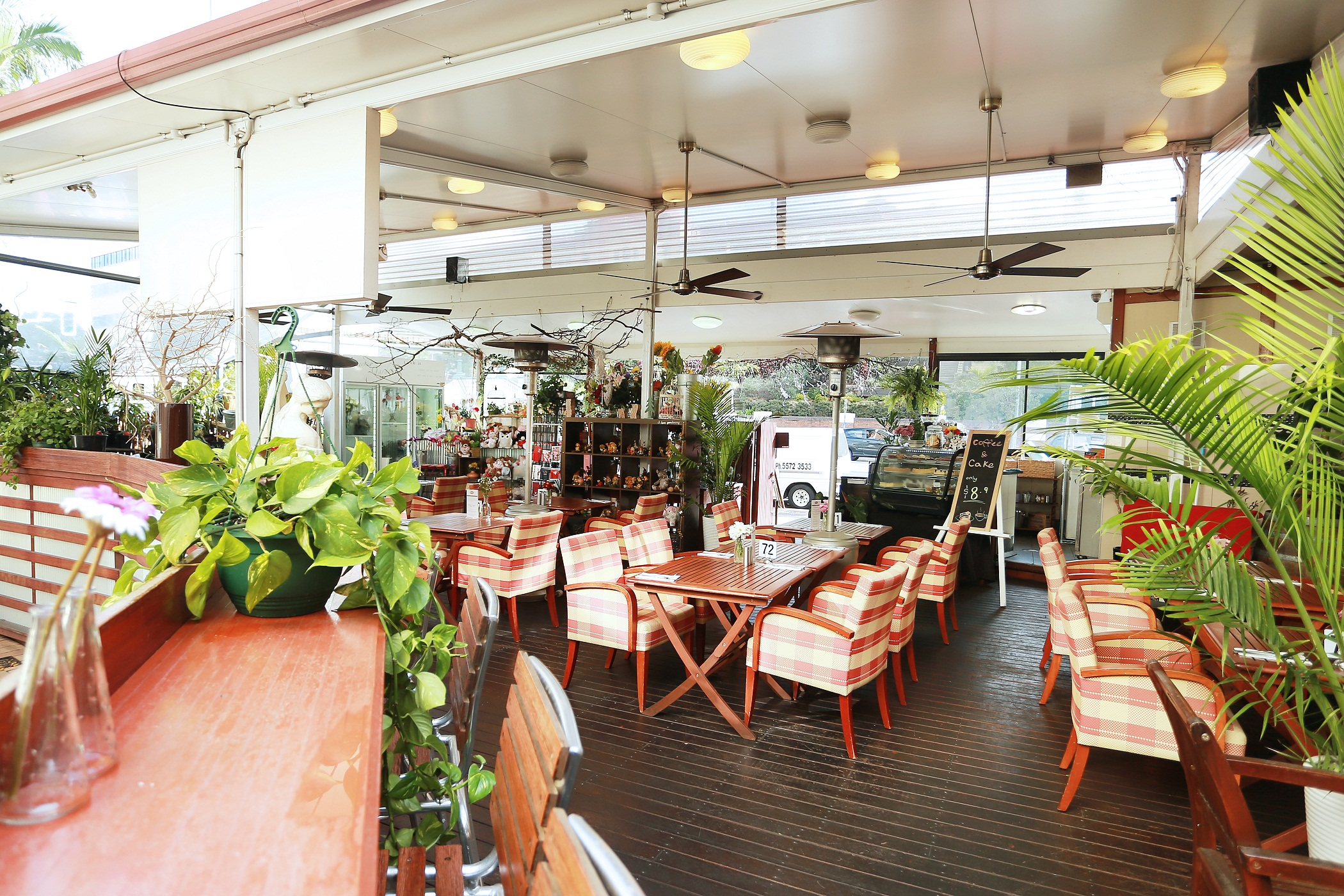 Hotel Restaurant (Cafe Blossom)