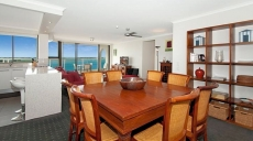 Baecelona Tower Apartments Dining