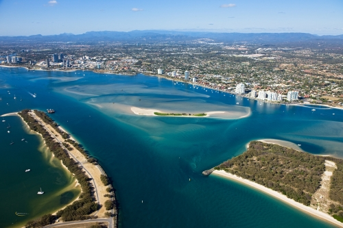 Spectacular location allowing easy access to all the wonders of the Gold Coast